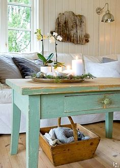 Shabby chic beach cottage decor ideas for easy breezy living - beach bliss Shabby Chic Mode, Shabby Chic Beach, Shabby Chic Coffee Table, Shabby Chic Kitchen, Kitchen Decor, Green Kitchen, Style At Home, Deco Champetre, Vibeke Design