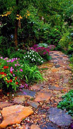Amazing Gardens, Beautiful Gardens, Bokashi, Landscaping Plants, Small Backyard Landscaping, Backyard Ideas, Walkway Ideas, Pine Straw Landscaping, Wooded Backyard Landscape