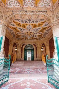 Budapest - Architectural photograph - open entrance hall, Museum of Applied Arts. Épületfotó - az Iparművészeti Múzeum nyitott előcsarnoka. http://www.artnouveau-net.eu/