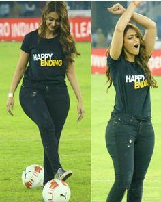 Ileana Dcruze Indian Bollywood Actress, Indian Actress Hot Pics, Bollywood Actress Hot Photos, Bollywood Girls, Beautiful Bollywood Actress, Bollywood Funny, Bollywood Pictures, Bollywood Songs, Whatsapp Fun