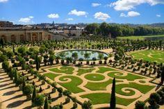 VERSALLES, Francia - 01 de octubre: Jardines del Palacio de Versalles