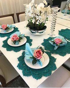 Crochet Decoration, Decoration Table, Brunch Mesa, Paper Flower Garlands, Decorated Wine Glasses, Beautiful Table Settings, Crochet Cushions, Napkin Folding, Elegant Table