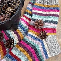 Colorful stripes for autumn 🍁🍂❤ #jämälankasukat #leftoveryarnsocks #leftoveryarn #raitasukat #raidallisetsukat #villasukat #stripedsocks #knittedsocks #handknitsocks #raidallisetvillasukat #woolsocks #jämälangoista #iloisetvillasukat #memmus #handknitted #neulottua #neuloosi #itsetehty #handmade #handmadesocks #seiskaveikka #pirtalanka #novitaknits #novita7veljestä #raidalliset #voihanvillasukka #raitaaraitaa Art Nouveau, Blanket, Knitting, Crochet, Instagram, Fashion, Moda, Tricot, Fashion Styles