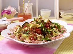 Unser beliebtes Rezept für Tortellini-Salat und mehr als 55.000 weitere kostenlose Rezepte auf LECKER.de.
