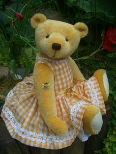 Sunshine is tall and made from short mohair with ultrasuede paws. Her nose is hand embroidered and she is weighted with tiny stee. Boyds Bears, Teddy Bears, Bear Gallery, Bear Design, Applique Designs, Kids Toys, Doll Clothes, Plush, Dolls