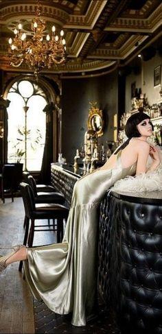 Paris inspired Glamour Noir shot at The Voodoo Rooms, Edinburgh. Glamour Vintage, 1920s Glamour, Look Vintage, Look Gatsby, Gatsby Style, 1920s Style, Gatsby Party, Gatsby Wedding, Speakeasy Wedding