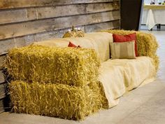 50 Enlighten Ideas for Barn Dance Decor - Beauty of Wedding 50 enlighten ideas for barn dance decor 33 Hay Bale Couch, Hay Bale Seating, Hay Bales, Marquee Wedding, Barn Wedding Venue, Barn Weddings, Barn Dance Decorations, Barn Dance Party, Decor Photobooth