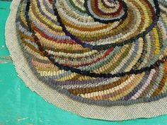 Hooking a spiral chair pad, Part 4 (with Karen Kahle) Rug Hooking Designs, Rug Hooking Patterns, Proddy Rugs, Punch Needle Patterns, Crochet Square Patterns, Penny Rugs, Karen, Chair Pads, Woven Rug