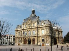 """Discover a new area of France that you might have heard yet: La Provence / How to pronounce the word """"Tout"""" in French (a complicated topic) Provence, Parvis, France Travel, Beautiful World, Beautiful Places, Tourism, House Plans, Places To Visit, Europe"""