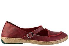 Ravena é um sapato estilo boneca na cor vinho com design contemporâneo e com uma nuance retrô. O detalhe em costura rústica trazem autenticidade à peça. Para looks mais formais, como alfaiatarias, ela compõe o look com feminilidade e estilo.