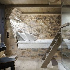 If I deal with the hotel industry in a mountainous area some rooms would definitely look like this one. With some fired candles, a glass of wine and a real person here, you can be sure you'll spend a romantic evening here …