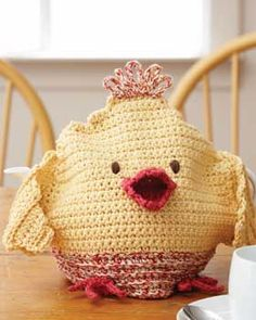 Little Chick crocheted tea cosy... this is cute and would be adorable for a little hot cocoa party with the grandkids! Or for Easter Brunch!  Free crochet pattern from Sugar'n Cream.com