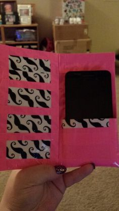 Duck tape mustache cell phone case Duct Tape Projects, Duck Tape Crafts, Duck Tape Wallet, Mini Craft, Tape Art, Summer Crafts, Fun Crafts, Diy Cell Phone Case, Washi Tape