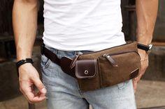 O acessório entrou novamente na moda masculina. Veja como usar com estilo sem parecer brega  continue lendo em Antes cafona a pochete está de volta!