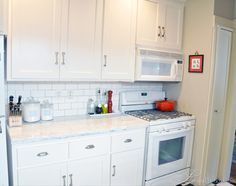 White cabinets + white appliances (white=cheaper than stainless, stand out less from cabinets) Kitchen Organization Pantry, Kitchen Pantry, New Kitchen, Life Kitchen, Organized Kitchen, Kitchen Ideas, Shaker Cabinets, White Cabinets, Kitchen Cabinets