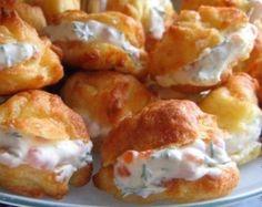 ПРОФИТРОЛИ СЫРНЫЕ — ОБАЛДЕННАЯ ЗАКУСКА! Вы не знаете, что приготовить к праздничному столу? Профитроли сырные с нежной начинкой — это потрясающая закуска, которая придется по вкусу каждому!Ингредиенты…