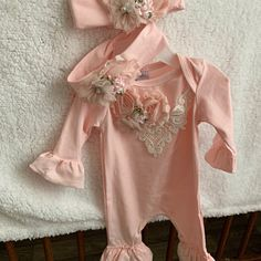 Personalized Newborn Girl Coming Home Outfit Girl Gown Baby Girl Gown Baby Shower Gift Floral Pink Newborn Gown – Cute Adorable Baby Outfits Baby Girl Caps, Baby Girl Romper, Ruffle Romper, Girls Coming Home Outfit, Take Home Outfit, Bringing Baby Home, Gifts For Newborn Girl, Gowns For Girls, Girl With Hat