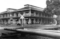 Headquarters and Lodge of the Northern Railway Company, Port Limon Costa Rica, around 1900.