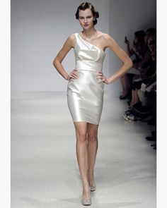 Short one-shoulder satin dress. Amsale.