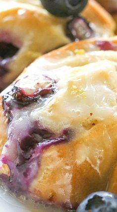 Blueberry Lemon Crescent Ring - The Girl Who Ate Everything Best Breakfast Recipes, Brunch Recipes, Dessert Recipes, Breakfast Pastries, Breakfast Dishes, Pastry Recipes, Cooking Recipes, Cresent Rolls, Delicious Desserts