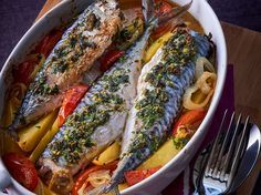 Maquereaux et pommes de terre fondantes au four - Recettes Steaming Your Face, Facial Steaming, Fish Recipes, Healthy Recipes, French Food, Fish And Seafood, Cheesesteak, Meatloaf, Bon Appetit