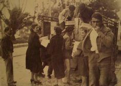 Fotografía de un reparto de víveres entre los ciudadanos. La Guerra Civil Española tuvo una duración aproximada de 7 meses, desde el 18 de Julio de 1936 hasta el 8 de Febrero de 1937, cuando la ciudad es tomada por las tropas sublevadas.
