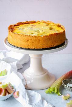 Rhabarberkuchen mit Schmand Rhubarb cake with sour cream Simply Yummy recipes Peanut Butter Desserts, Trifle Desserts, Lemon Desserts, Pudding Desserts, Chocolate Desserts, Easy Desserts, Delicious Desserts, Dessert Recipes, Dessert Bars