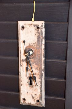 Cool #clock made from an old doorknob plate