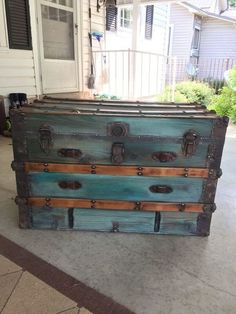 Trunk Transformation with Unicorn Spit stains. Old trunks are great as can be used for a table, storage inside, or to add character. Refurbished Furniture, Repurposed Furniture, Painted Furniture, Painted Trunk, Painted Drawers, Old Trunks, Vintage Trunks, Trunks And Chests, Vintage Suitcases
