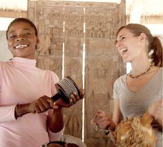 Conchita Mendivil, colaborando con VOCES en un proyecto de intercambio cultural en Siby, Mali
