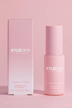 Kylie Skin Vitamin C Serum Kylie Jenner Lipstick Mac, Kylie Jenner Makeup, Mac Eyeshadow Dupes, Dupe Makeup, Lipstick Set, Red Lipsticks, Lipstick Designs, Vitamins For Skin, Cosmetic Design