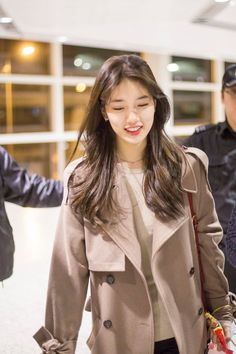 Most Beautiful Women, Beautiful People, Ootd Poses, Miss A Suzy, Krystal Jung, Bae Suzy, Korean Actresses, Korean Outfits, Girl Crushes
