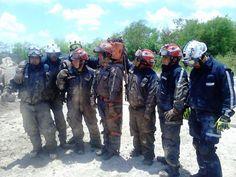 Casco EOM Rojo y Blanco, Guantes EXT4012 HexArmor al término  de entrenamiento con los Profesionales de Cruz Verde Matamoros Tamaulipas.  EMS Mexico | Equipando a los Profesionales