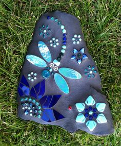 If you find chance, look out for cool dragonfly rock designs, ive got an order for a dragonfly painted rock xoxo Dragonfly Rocks by Carol Deutsch Mosaic Garden Art, Mosaic Diy, Mosaic Crafts, Mosaic Projects, Mosaic Tiles, Mosaic Rocks, Mosaic Stepping Stones, Mosaic Glass, Glass Art