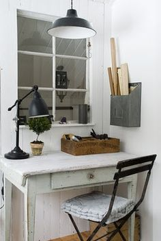 great corner office space ~ I would do a chalkboard window over the desk since we don't have a real window in the corner Workspace Inspiration, Interior Inspiration, Tiny Home Office, Bedroom Nook, Deco Addict, Studios, Cute House, Vintage Office, Shabby Chic Homes