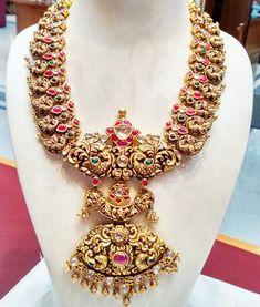 Nakshi Peacock Mango Set with Rubies - Jewellery Designs Ruby Jewelry, Jewelry Model, Wedding Jewelry, Gold Jewelry, Gold Necklace, Gold Bangles, Necklace Set, Antique Jewelry, Silver Earrings