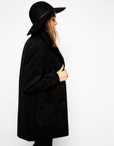 CAPPELLO CAPPELLO CAPPELLO VOGLIO UN CAZZO DI CAPPELLOOOO Tre Idee Outfit  Per Indossare le Adidas Bianche da66a59ed4b0