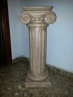 Esta columna de mi madre  que tenemos en casa,se parece mucho a la letra IOTA del alfabeto griego.