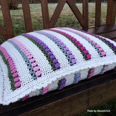 Learn how to make this crochet stitch so you can create some tulips in snow. This is such a pretty crochet stitch for just about anything from hats to Crochet Cushions, Crochet Pillow, Crochet Stitches, Crochet Patterns, Stool Covers, Pillow Covers, Gazebo, Crochet Diy, Crochet Ideas