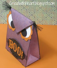 Cricut with Heart: Artiste Owl Gift Bag - Love this idea for halloween party at Mel's daycare!