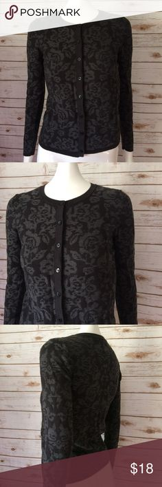 Ann Taylor Floral black&gray Cardigan long sleeve Ann Taylor Floral Print button front cardigan in long sleeve. Cotton & nylon blend. SiZe XS. (01) Ann Taylor Factory Sweaters Cardigans