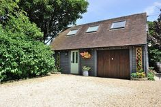 The Bolt Hole is a beautiful #luxurycottage, with its own private garden, in the #Cotswold market town of #Minchinhampton
