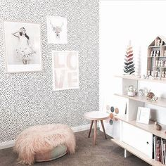 @designdevotee has decorated this kids bedroom to perfection, @artclub_concept 'Love Afire' Wall Art