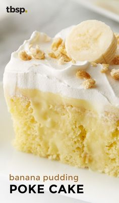 Banana Pudding Poke Cake Moist yellow cake mix gets filled with banana pudding and frosted with whipped topping and sliced bananas for an out-of-this-world poke cake you need to try. Oreo Dessert, Brownie Desserts, Mini Desserts, Easy Desserts, Delicious Desserts, Desserts With Bananas, Yellow Desserts, Trifle Desserts, Plated Desserts