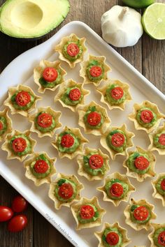 Gluten Free Appetizers - Gluten-Free Chip And Guacamole Bites - Easy Flourless and Glutenfree Snacks, Wraps, Finger Foods and Snack Recipes - Recipe Ideas for Gluten Free Diets - Spinach and Cheese Dips, Vegetable Spreads, Sushi rolls Best Small Bite Part Gluten Free Appetizers, Quick Appetizers, Finger Food Appetizers, Easy Appetizer Recipes, Snack Recipes, Appetizer Ideas, Delicious Appetizers, Fruit Appetizers, Avacado Appetizers