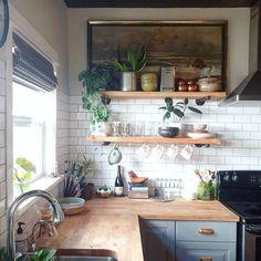 Kitchen decor and kitchen ideas for all of your dream kitchen needs. Modern kitchen inspiration at its finest. Home Decor Kitchen, Diy Kitchen, Kitchen Dining, Kitchen Backsplash, Backsplash Ideas, Kitchen Ideas, Kitchen Corner, Kitchen Cabinets, Awesome Kitchen