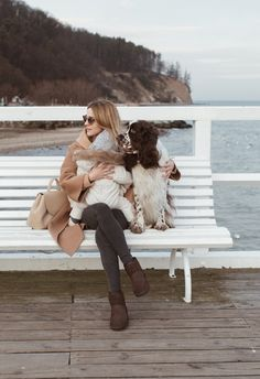 Make Life Easier New Outfits, Chic Outfits, Winter Outfits, Polene Paris, Countryside Fashion, Red Sweatpants, Ugg Boots Outfit, Haus Am See, Dog Photos