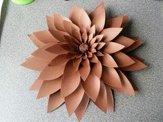 Giant paper flower templates and tutorials. How to make paper flowers- Easy Paper flower tutorial- DIY Paper flowers. Large Paper Flowers, Giant Paper Flowers, Diy Flowers, Flower Diy, Paper Flower Patterns, Paper Flower Tutorial, Paper Dahlia, Diy And Crafts Sewing, Paper Flower Backdrop