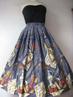RARE original vintage 50's  novelty print skirt 50's  musical instruments ,  , size S/  M also have rare purple colurway , mode 'o' day