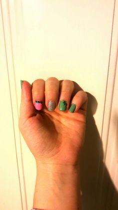 Green pink glitter nail art